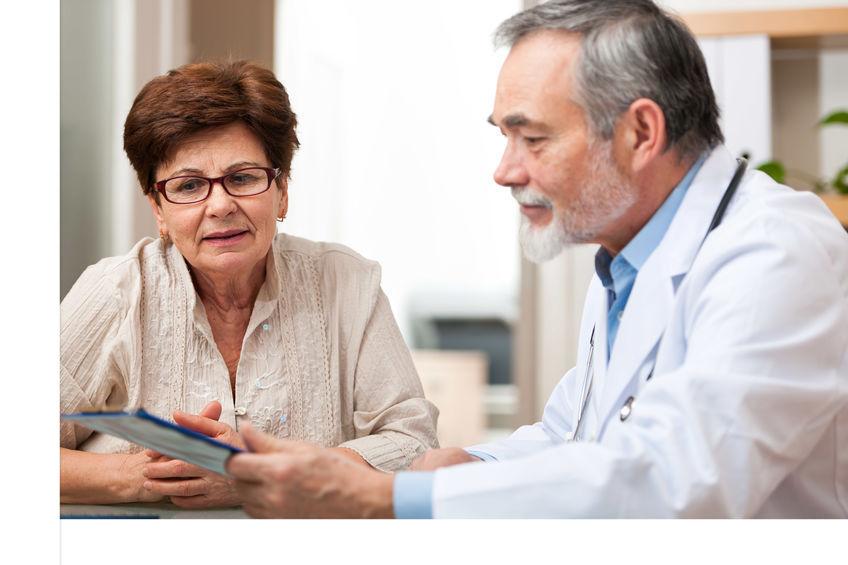 Patient ecoutant un docteur